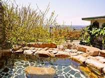 【露天風呂】四季折々の薬草露天風呂(大浴場)ゆったりお寛ぎください。