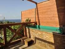 特別な日に大切な人とお過ごしの海側・太平洋眺望のメゾネットタイプ露天風呂客室で過ごすひと時