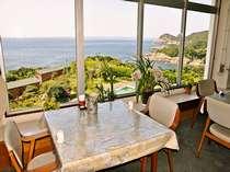 【レストラン】雄大な太平洋を望むことができます。夕方には夕日もご覧いただけます。