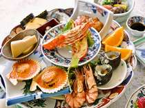 【皿鉢料理】皆で仲良く取り分けてお召し上がりいただく高知ならではの大皿料理。