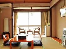 壮大な太平洋眺望の海側本館の8~10畳広縁つきの寛ぎの和室のお部屋の一例です。