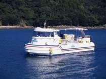 うみんなか号。竜串の海を潜って35年のプロダイバーの船長が、お魚や珊瑚のお話をしてくれます