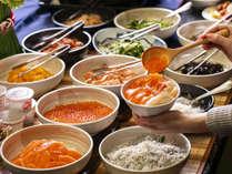 北海道の素晴らしい食材を生かした、種類豊富な朝食ブッフェ(一例)