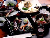 お料理は湖魚や地元の食材を中心とした会席コースをご用意致します。四季折々の美味をご堪能下さい。(一例)