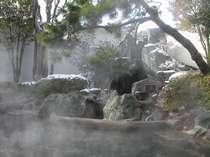 雪の男性露天風呂