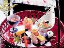 女性にも評判♪地元の新鮮素材にこだわった、目にも美しいお料理を(京風篭盛膳例)