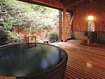 5種類から選べる貸切露天風呂「かく恋慕」写真は一休「黒陶器の湯」