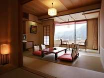 本館 通常和室一例。10畳+6畳。ゆとりある客室でゆるりと寛げる。