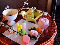 旬の地元食材を活かした手づくり京風旬彩籠盛(一例)