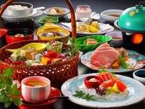 季節の食材を活かした手作りのお料理をゆっくりとお楽しみください・・・ (画像:お料理一例)
