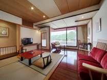 ■本館客室「ラグジュアリーツイン」(洋間12平米+ツイン)