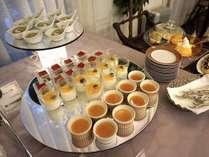 季節の食材を使った夕食ビュッフェ、種類も豊富でお子様にも好評です。