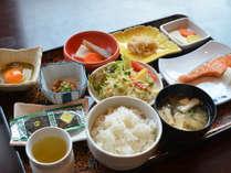 和朝食。徳島県産のコシヒカリはおかわり自由!