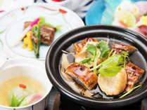 *【夕食一例・夏】鰻の柳川焼きは温まってきたら玉子を入れて熱々のうちにお召し上がりを!