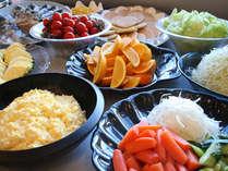 川良の朝食バイキング・蜜柑ブレッドや岩のりブレッドも食べ放題。