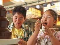 チョコフォンデュは熱いうちに食べてね