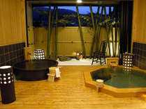 貸切露天風呂は檜と陶器の二つ浴槽。ご家族でも楽しめます