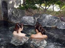長ーく入れる露天風呂。サウナ、貸切露天風呂、温泉プールもありますよ!