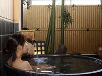 貸切露天風呂信楽焼きの浴槽