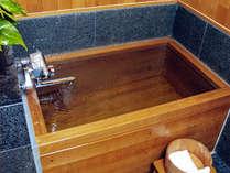 露天風呂付きの客室 内桧風呂の風景一例