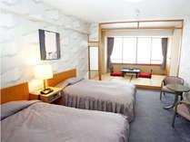 ●洋室ツインベッド(訳あり…狭いバス・トイレ、ドライヤーは貸出、TVが遠い)