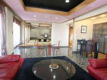 ●露天風呂客室には広い居間やサウナもあります。景色も最高です。