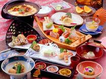 *お夕食一例。湯河原の新鮮な魚介類や箱根の山の幸など、地の素材を使った和風創作料理の数々!