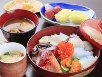■海鮮丼■10種類の新鮮な魚介がぎっしり詰まっています