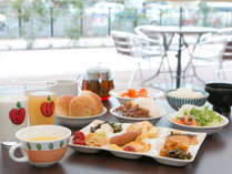 *【朝食】(お食事一例)/バランスの取れたお食事で、目覚めもすっきり!お気をつけてお出掛け下さい。