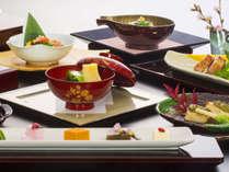 *【和洋会席料理】(お食事一例)/盛り付けにもこだわった和洋会席をお楽しみ下さい。