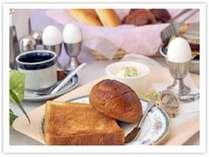 ささやかですが『行ってらっしゃい♪』の気持ちを込めて!パン・コーヒー・セルフサービス!7:00 ~ 8:30