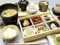 *【朝食】旅館定番の和朝食をご用意いたします(201507)