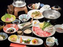 *【夕食一例】旬の食材をアレンジした女将手作りの創作会席が並びます。