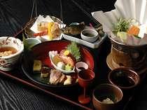 老舗豆腐店より仕入れた「湯葉」を使った【生ゆば会席】四季折々の食材を取り入れております。