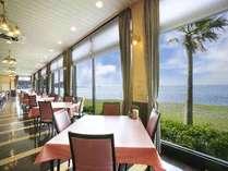 オーシャンビューのレストランからの景色は絶景