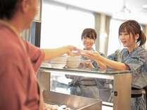 日替わりで、「やきどころ」では千葉県産の「錦爽どり」や「地魚のムニエル」などご提供しています。