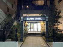 バンデホテルのおしゃれな夜の雰囲気をお楽しみ下さいませ。