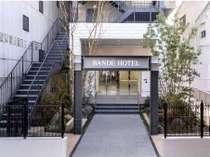【バンデホテル大阪】美しい中庭を通って正面玄関へどうぞ♪