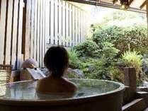 貸切露天風呂と深緑