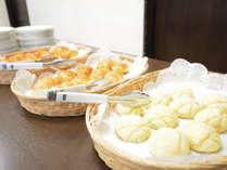 【無料朝食】パンは3種の中からお好きなパンをどうぞ(7時~9時)