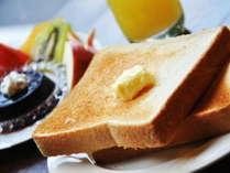 【無料!朝食バイキング】焼きたてパン(数種類)