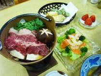 *【夕食一例】旬の食材や地元の幸を使用したボリューム満点の和食料理をご用意いたします。
