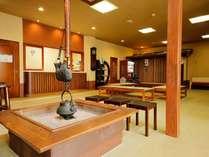 2013年12月リニューアルした館内は1階は畳敷きで囲炉裏もございます。