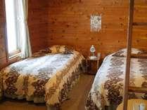 ロフト付き洋室ベッド3台、ロフト3名。6名様までご利用可。
