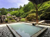 *【露天風呂 瀬音(一例)】山林を眺望できる温泉で、開放的な気分に!