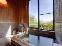 *風呂(貸切・檜)/檜風呂で楽しむ天然温泉100%掛け流しの『草津の湯』