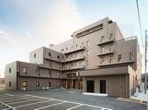 モダンな6階建てのホテル内にはシングル100室ツイン13室。全室冷暖房完備・バストイレ付き。