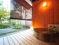 半露天風呂付き新館和洋室のお風呂です。