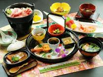 季節の食材を活かした和会席料理をお召し上がりください。