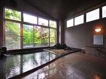 万代鉱を源泉とする掛け流しのお風呂。